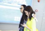 李嫣作为星二代一直都备受关注,17日,李嫣现身上?;∫簧碛饴蘐恤再次成为热议焦点。