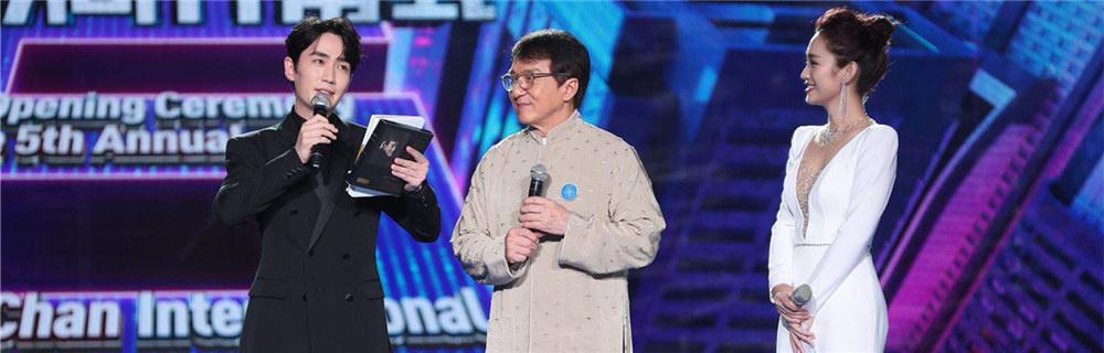成龙国际动作电影周开幕 朱一龙传递演员敬畏心