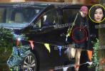 7月29日,有八卦媒体曝出一组奚梦瑶外出与友人聚餐的照片。当晚,奚梦瑶身穿黑色宽松卫衣,头戴酒红色棒球帽,搭配运动鞋一身装扮十分休闲。露出的纤细双腿依旧吸睛,不过奚梦瑶隐约可见隆起的肚子,也再次令网友针对小明是否怀孕展开讨论。