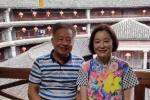 網友偶遇林青霞參觀土樓 女神穿老年裝素顏很親民