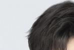 """8月6日是TFBOYS组合出道六周年纪念日!今日凌晨整点,官方微博发博庆生,并晒出组合成员三人难得的合影。照片中,身穿白色连帽卫衣的队长王俊凯站在C位,左侧一身黑色休闲装的是王源;右侧则是易烊千玺。官博配文表示:"""" @TFBOYS-王俊凯 @TFBOYS-王源 @TFBOYS-易烊千玺 出道六周年快乐!庆生款蛋糕由添福宝特别定制""""。"""