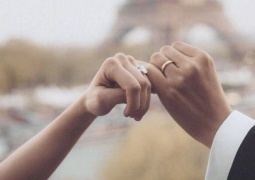 郎朗妻子4克拉婚戒曝光 印有二人名字缩写超浪漫