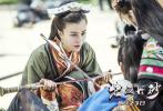 """首部仡佬族电影《碧血丹砂》将于8月23日正式上映。8月13日,片方""""绿水青山""""版剧照曝光,主角们悉数登场,剧照展示秀美务川风光,令人心生向往。"""