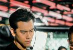 """将于8月30日全國公映、梁家輝首次執導的電影《深夜食堂》,今日發布""""高手如雲""""版幕後特輯,群星高手身份遭重磅揭秘。"""