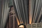 """8月15日,昆剧演员朱璎媛通过微博晒出一组与梁朝伟、刘嘉玲的照片。朱璎媛在博文中写道:""""夜幕初垂,梁朝伟先生携刘嘉玲女士,与其好友007女郎蕾雅·赛杜一行人,光临苏州昆剧院。厅堂一曲《游园惊梦》,让中外宾朋深度感受到传统艺术的魅力,为之惊叹!与心中的大神们如此零距离,也不免有点小兴奋呢。"""""""