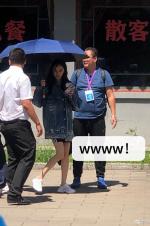杨幂穿牛仔外套拍戏超敬业 GET健美短裤新穿法!