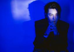 吴亦凡再唱《大碗宽面》 舞台表演时被激光笔照射