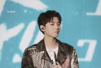 8月23日,五月天演唱会在鸟巢开唱,王俊凯受邀成为当晚的演出嘉宾,登台再次演绎五月天的歌曲《洋葱》,引发热议。