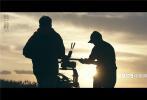 8月27日,由乌尔善执导的神话史诗电影《封神三部曲》发布开机一周年纪念特辑,片方选取了一年中剧组无数个夙夜奋战的平凡瞬间,传递出影片匠心打磨细节、实力造就封神的决心。