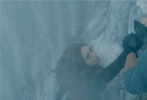 """好莱坞动作冒险巨制《勇敢者游戏2:再战巅峰》(暂译)作为今年的压轴之作将于2019年12月13日在北美上映。著名动作影星""""巨石""""强森再次挑战""""勇石博士""""一角,继续用搏命演出为观众带来前所未有的震撼体验,享受游戏世界的险象环生惊险刺激。相比前作,此次挑战难度全面升级,四人组不仅要面对原始丛林、死亡沙漠、极寒雪山等极端自然环境的考验,还要抵抗天降巨蟒、巨型鸵鸟、狂暴狒狒等凶猛怪兽的袭击,更多逆天视效与炫目动作场面让人目不暇接,一场刺激翻倍的冒险旅程即将展开。"""
