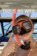 比伯晒妻子泳装照霸气示爱 戴潜水镜海莉?#24895;写?#26041;