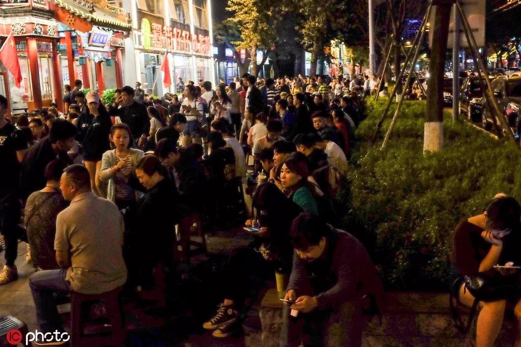 """中国的""""深夜食堂""""在这里,而不在梁家辉电影里"""