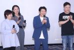"""9月8日,第23部名侦探柯南剧场版《名侦探柯南:绀青之拳》在北京举行首映礼。导演永冈智佳、为新一和基德献声的日本配音演员山口胜平、中文配音张杰、中文配音导演杨天翔携手亮相。山口胜平入乡随俗,现场用刚学会的中文""""你吃了吗?""""向北京观众问好,还与张杰现场重现了柯南电影的经典台词,引发粉丝尖叫。"""
