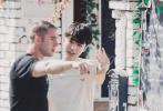 近日,《中餐厅3》中原意大利餐厅老板开通了微博,并晒出多张与黄晓明、王俊凯以及主厨林述巍的合照。