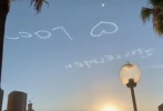 近日,有网友晒照称拍到有人用无人机写字告白,还以为是谁在求婚,结果在社交账号上找到了这浪漫的制造者。
