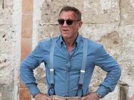 《007:无暇身亡》片场照 克雷格英伦打扮头破血流
