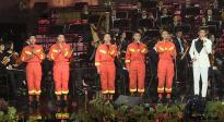 杜江与消防战士同台献唱《向火而行》 遗憾没穿消防服