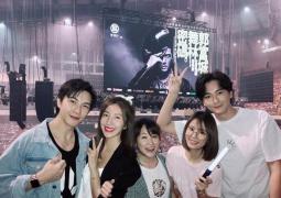 林心如与郑元畅等同看郭富城演唱会:青春回忆!