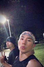 刘耕宏周杰伦相约打篮球 还不忘帮好兄弟宣传新歌