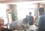 9月17日,有網友爆料稱楊丞琳李榮浩在合肥領了結婚證,爆料網友稱有同學在民政局工作親眼目睹。