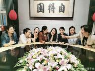 章子怡晒中戏96级聚会照 网友:影视圈的半壁江山