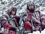 《攀登者》曝人物预告 吴京带伤上阵冲顶中国高度