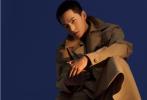近日,杨洋登封《时尚芭莎》十月刊封面大片释出。内页解锁了多套适合型男的金九造型,杨洋驾驭香芋紫色针织毛衣,十分特别。