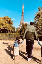 周傑倫曬與兒子女兒出遊照 一手牽一個溫馨有愛