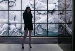 当地时间9月24日,法国巴黎,欧阳娜娜受邀出席时装周品牌大秀,一袭廓形垫肩西装裙亮相的娜比甜酷有型,虽然也是下衣失踪的穿衣风格,但是娜比却驾驭出了别样的小妩媚。