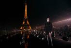 """9月25日,台媒报道拍到张钧甯从邱泽家中出来,随后二人深夜一起开车兜风约会,疑似恋情曝光。随后,邱泽单方承认恋情,表示:""""努力追求中,请大家祝福。""""女主角张钧甯因为远在法国巴黎出席时装周活动还未做出回应。"""