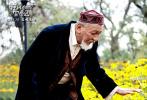 公路轻喜剧公益电影短片《神秘白驼冒险记》继9月19日福海杀青后,日前在克拉玛依的拍摄部分也顺利杀青,片方同时发布了一段预告片花和多张海报。
