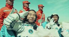 國慶檔3部獻禮片首日票房超7.5億 專訪陳凱歌向祖國母親獻禮