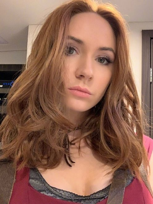《勇敢者游戏2》年底上映 女主演凯伦·吉兰发自拍