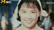 """《霓虹灯下的哨兵》经典片段 """"春妮""""嫣然一笑动人心"""