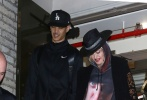 """据外媒报道,当地时间10月12日晚,美国纽约,麦当娜结束了她的""""X夫人""""巡回演唱会。随后,麦当娜与25岁的舞蹈演员兼编舞Ahlamalik Williams一同离开演唱会场馆。"""