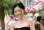 """10月15日凌晨,汪小菲通过微博转发了一组2006年老婆大S参加戛纳电影节的旧照,并配文感慨道:""""我怎么感觉是我把我老婆耽误了,要不是因为我,她一定有更好的成就吧。"""""""