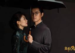 胡歌刘涛民国风大片曝光 同撑伞拥抱对视端庄大方