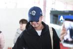 今日(10月16日),演员吴京现身机场,他身穿一套黑色运动套装,运动随性,硬汉气息满满。