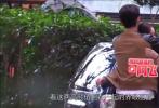 10月18日,有媒体曝光了刘诗诗、朱一龙现身上海拍摄《亲爱的自己》的路透照。