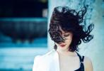 10月18日,陈数拍摄了一组时尚大片为电影《长安道》宣传造势。大片中,陈数身穿黑色胸衣出镜,大秀傲人上围;及肩卷发发丝随风舞动,眼神妩媚撩人。