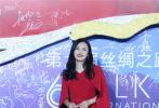 10月20日,第六届丝绸之路国际电影节闭幕式在福州举行,演员姚晨携《送我上青云》剧组登场。