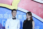 10月20日晚,第六届丝绸之路国际电影节闭幕式红毯在福州举行,著名演员赵薇、黄晓明一起登场。