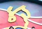 """10月20日,第六屆絲綢之路國際電影節閉幕式紅毯在福州盛大舉行。電影《我和我的祖國》劇組主創、黃曉明、趙薇、黃景瑜、范丞丞、宋祖兒、姚晨與《送我上青云》劇組、陳赫、徐帆、迪瑪希等國內外影人們集體亮相。作為實現""""一帶一路""""國家之間文化互通、民心相通的重要平臺,絲綢之路國際電影節已成為全世界電影工作者和影迷的盛大節日。"""
