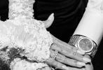 近日,贾斯汀·比伯夫妇的婚礼现场照再次释出,更多婚礼现场的美照和甜蜜、幸福瞬间被镜头记录。