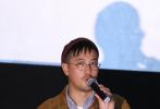 """电影《少年的你》提前三天闪电定档,自然获得了不少媒体的关注。10月25日,电影上映首映,在北京举行了首场媒体见面会。监制许月珍和导演曾国祥出席了当天活动,主演之一易烊千玺更是惊喜亮相。导演表示,自己希望观众能从中有所反思,""""到底我们要创造一个什么样的世界,才能让少年在其中更好地成长。"""""""