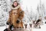威廉·达福新片曝首张剧照 聚焦雪橇犬血清接力