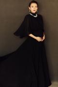 章子怡一袭黑纱长裙优雅十足 孕肚明显气场全开