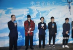 10月27日晚,新海诚动画长片新作《天气之子》在京举行首映观影活动。导演新海诚与电影配乐日本乐队RADWIMPS到场与观众交流。现场新海诚导演表示《你的名字》大获成功在自己的意料之外,因此希望新作能有所突破。而当他听到动画《哪吒之魔童降世》在中国的观影人次破亿时,也连连惊叹,表示不可思议。