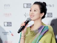 章子怡挺孕肚亮相东京电影节记者会 不惧尖锐提问
