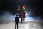 """10月30日,王俊凯工作室发布了一组花絮照,为王俊凯首场个人演唱会宣传造势。工作室配文写道:""""分秒不息,时间推进,在与无数个自己对话的过程中,20岁悄然而至。比起要成为,想成为才是更勇敢的选择,到宇宙当中去,遇见无边界的自己""""。"""